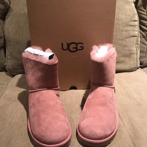 New in box UGG W Naveah boots size 8